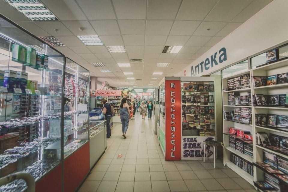 Внутри торгового центра